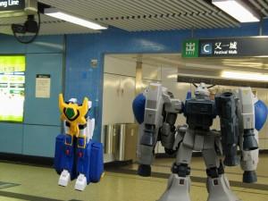 其實當時還有另一台機械人,但被漂亮地忘記了 XD